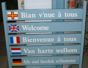 Le formulaire «Ouvrir l'École aux Parents» à donner aux parents, en plusieurs langues